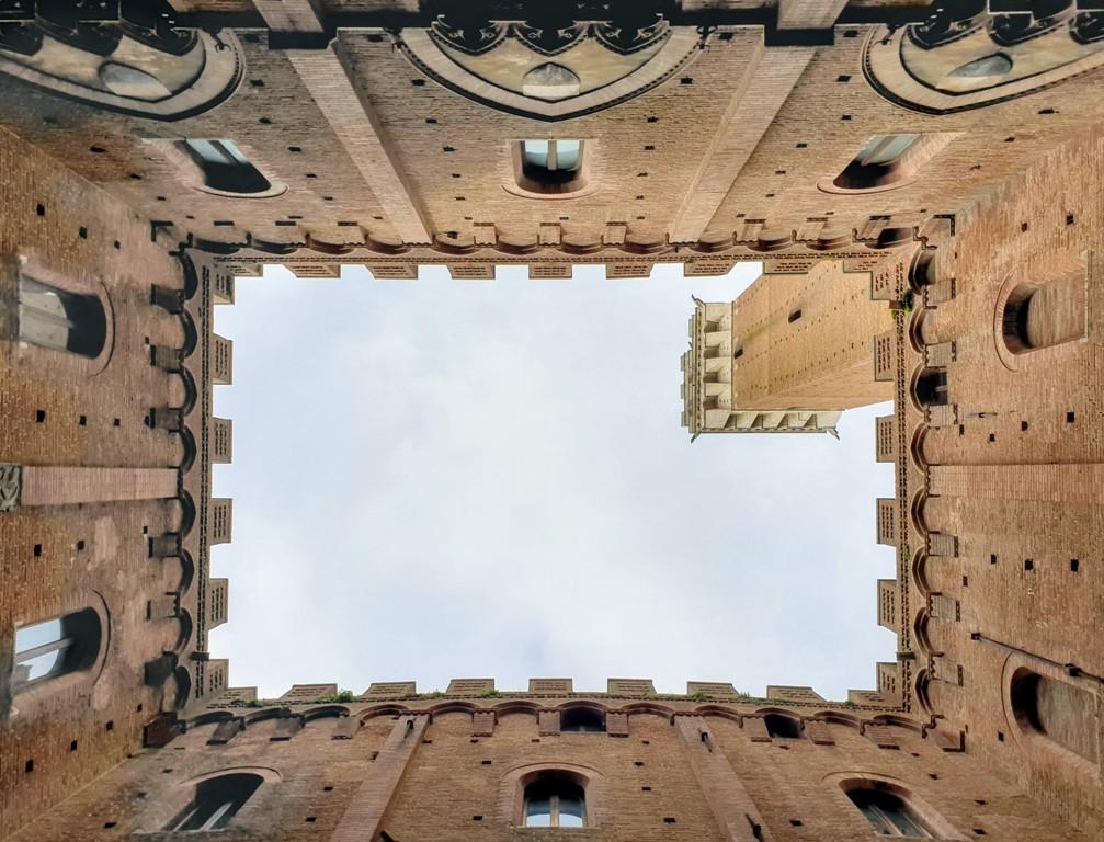 Cortile del Podestà, Siena